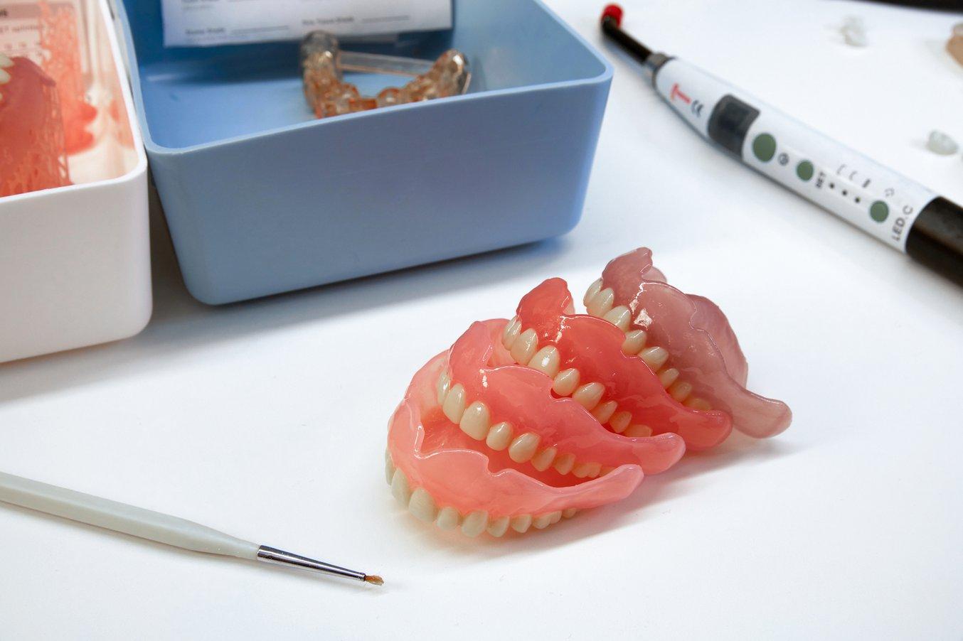 Quattro nuove tonalità di resine per protesi dentali digitali